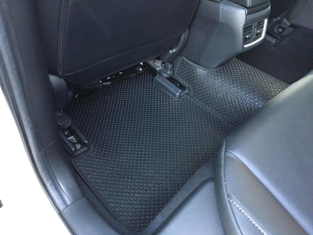 Tạo ra một nội thất xe đơn giản mà không kém phần sang trọng.