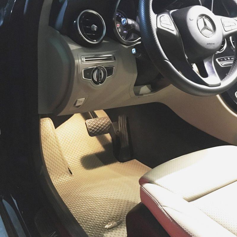 Tạo ra sự sang trọng, đơn giản mà không che đi những nét đẹp của nhất của thương hiệu Mercedes C Class