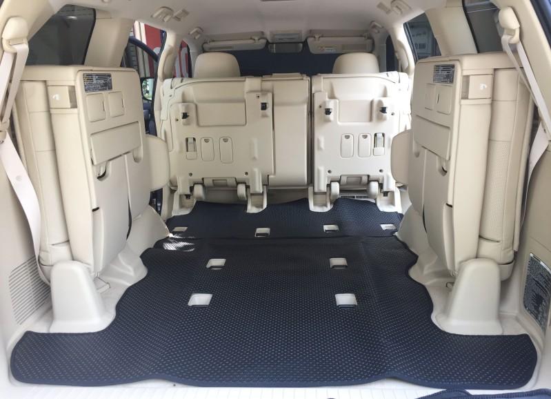 Chiếc Toyota Land Cruiser V8 giữ được vẻ đẹp với thảm lót sàn Back Liners