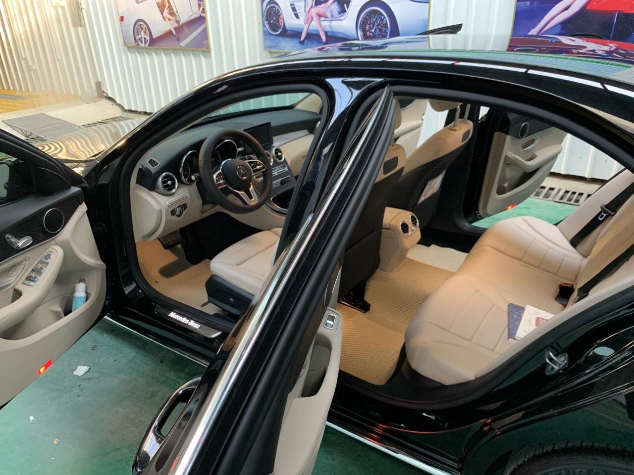 Thảm lót sàn Mercedes C200 2020