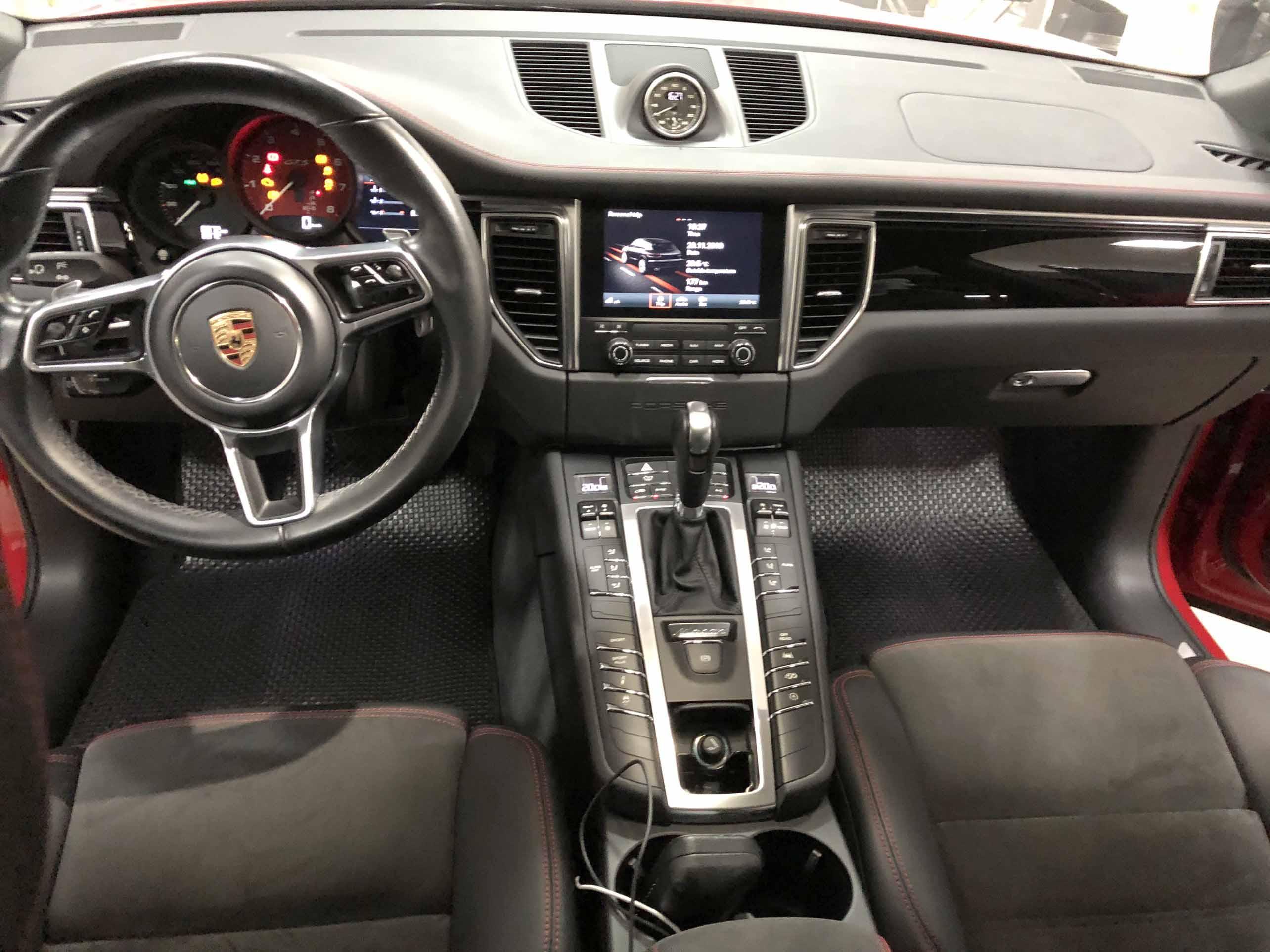 Thảm lót sàn Porsche Macan GTS