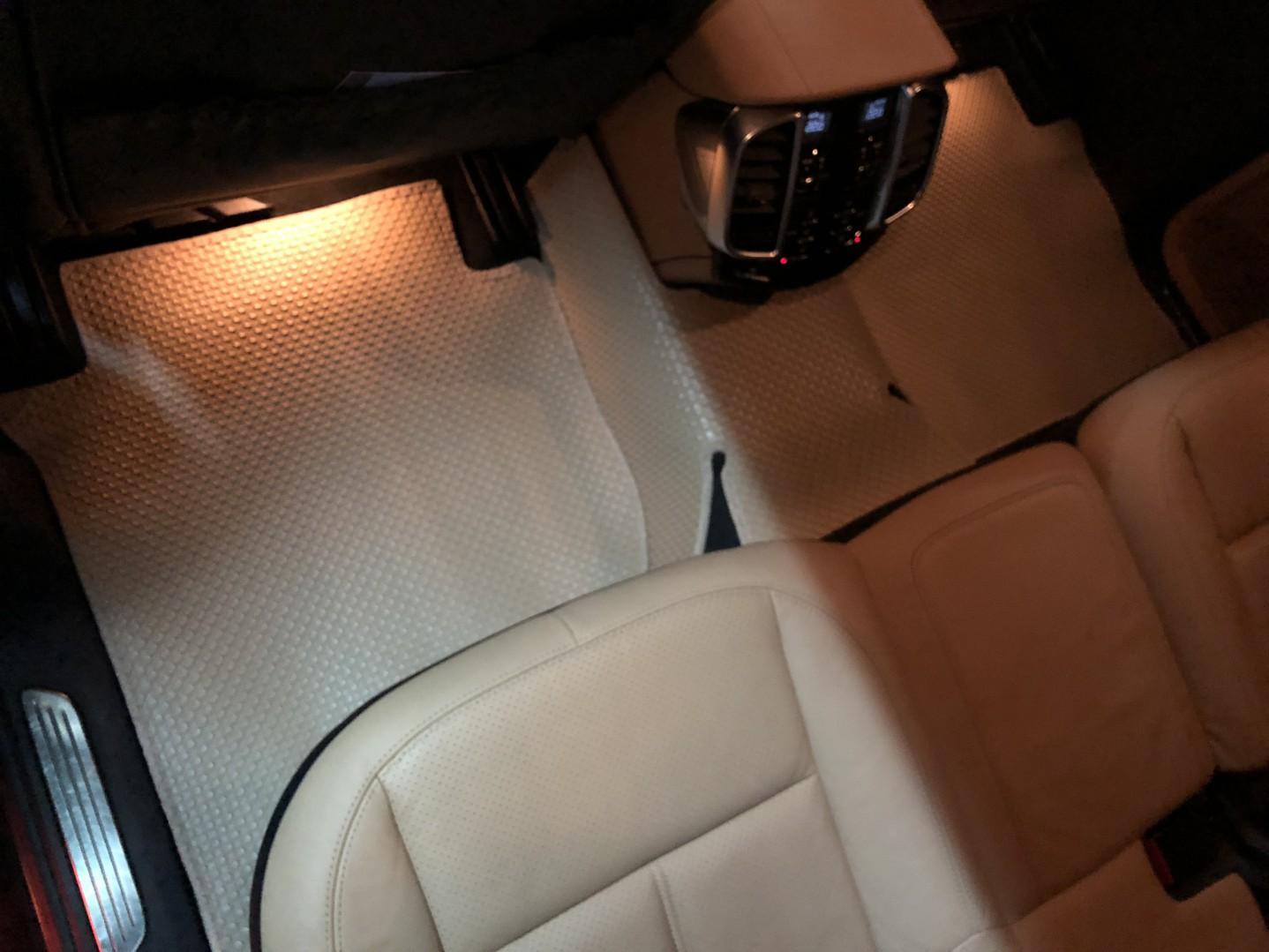 Thảm lót sàn Porsche Cayenne tấm lái