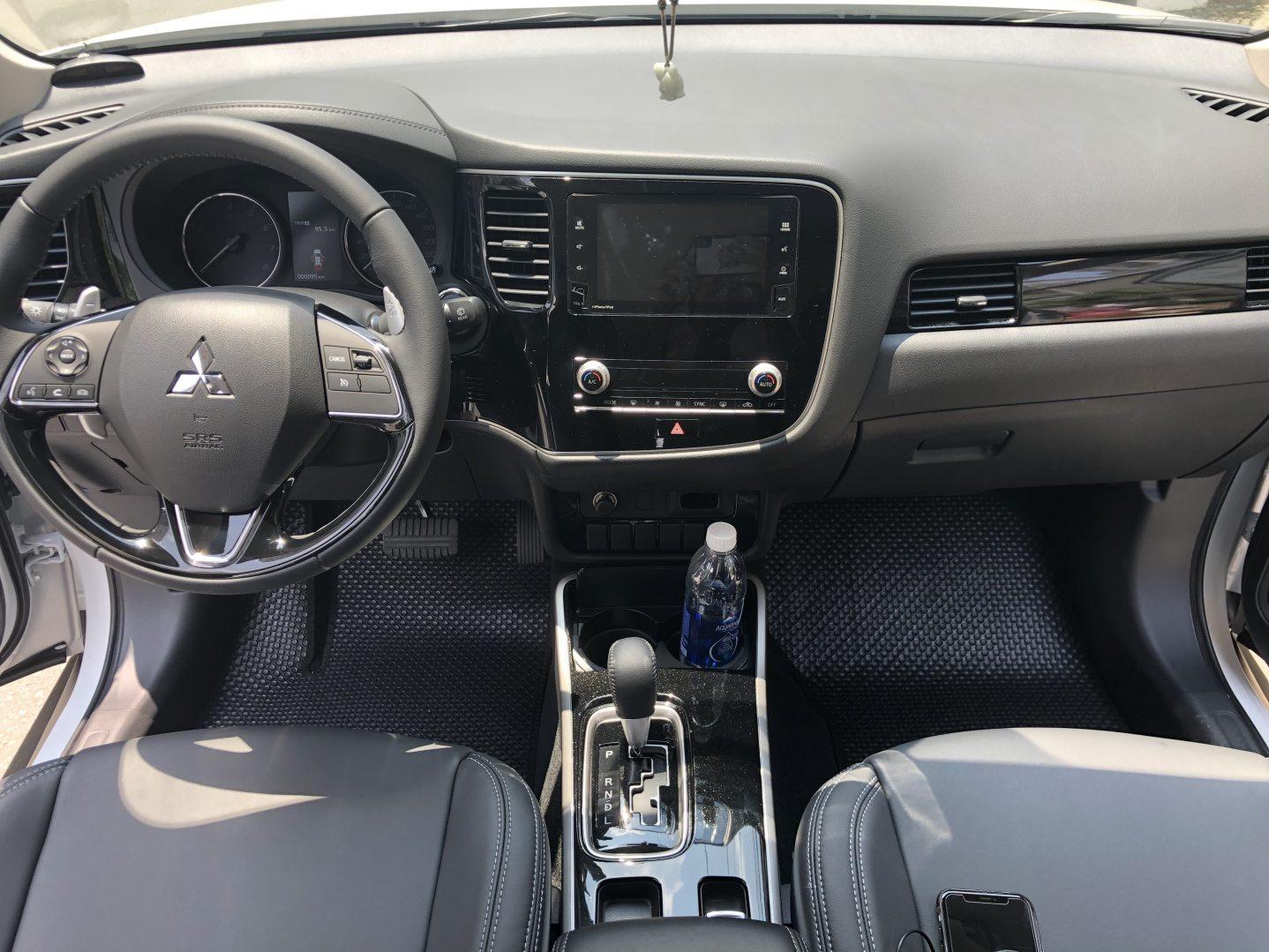 Thảm lót sàn Mitsubishi Outlander 2020