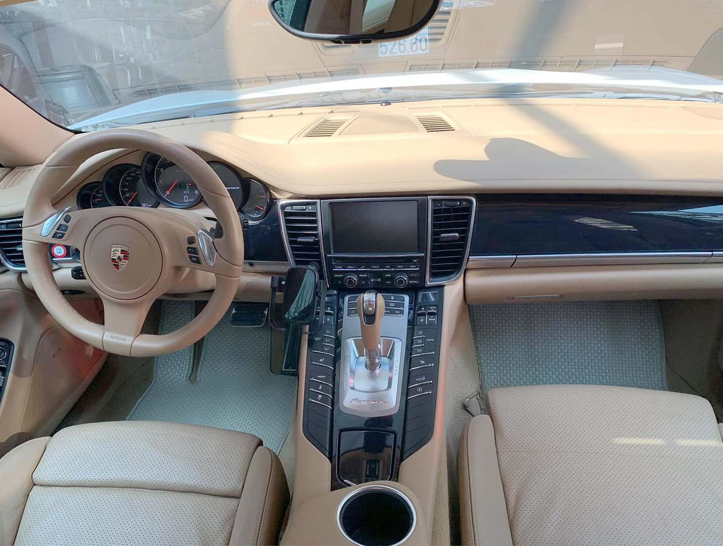Thảm lót sàn Porsche Panamera 2012