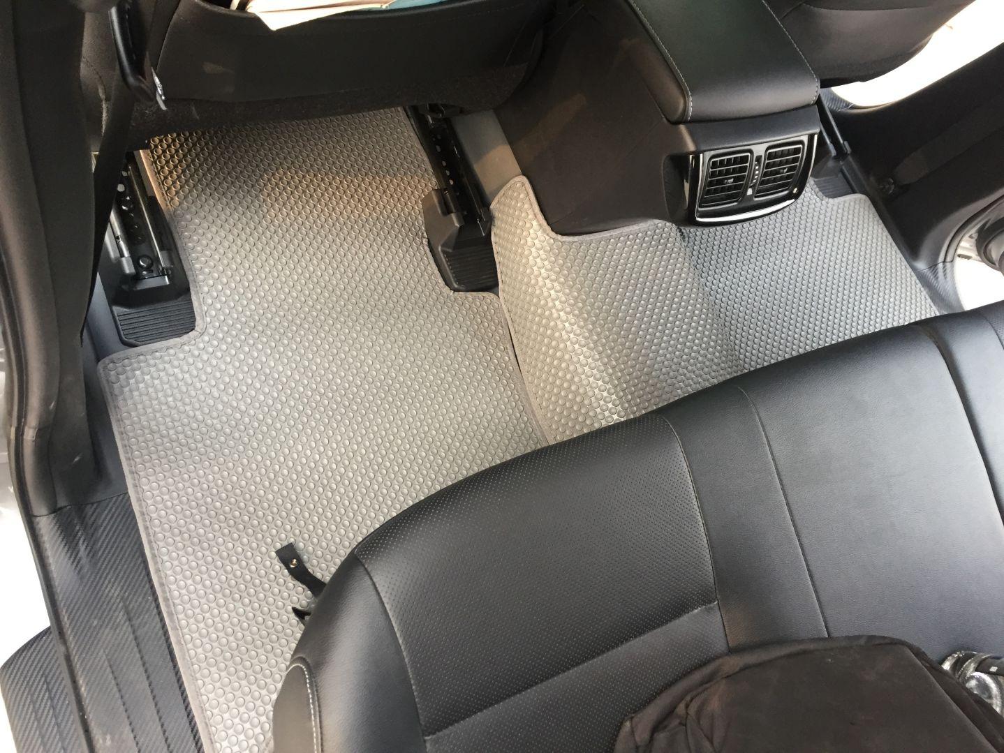 Thảm lót sàn Toyota Hilux 2019