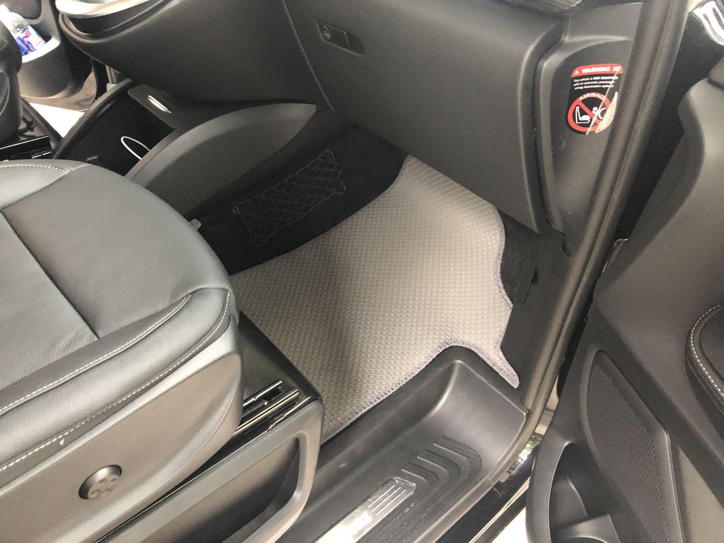 Thảm lót sàn Mercedes V220d 2019