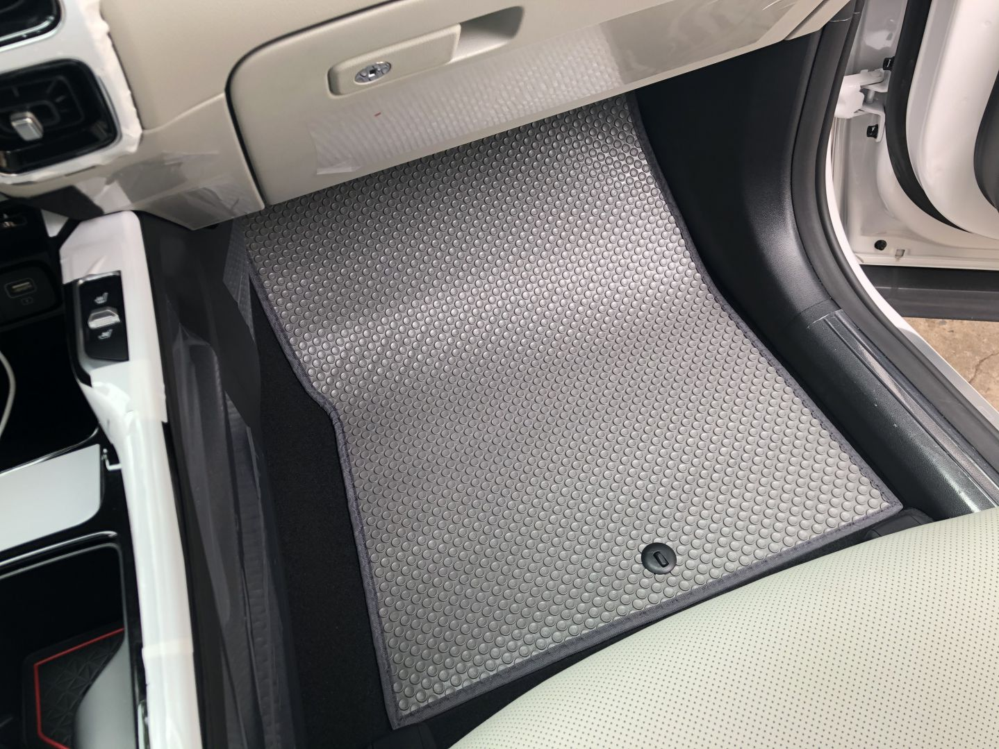 Thảm BackLiners màu grey Kia Sorento 2021