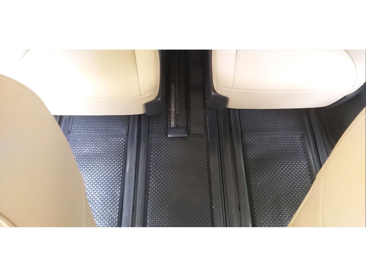 Thảm lót sàn Toyota Granvia 2020